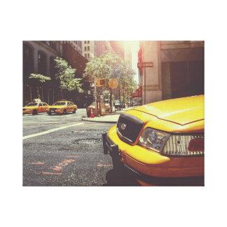 ニューヨークの黄色いタクシーの通りの眺めのキャンバスプリント キャンバスプリント