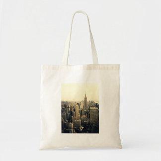 ニューヨークシティのスカイラインのミッドタウン トートバッグ