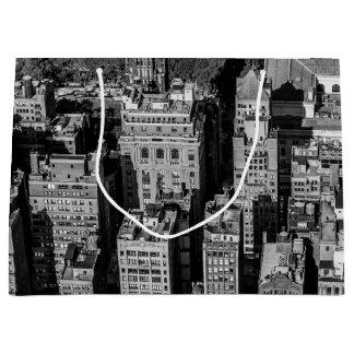 ニューヨークシティのスカイラインの景色の写真 ラージペーパーバッグ