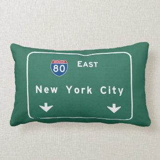 ニューヨークシティの州間幹線道路の高速道路の交通標識 ランバークッション