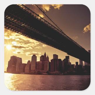 ニューヨークシティの超高層ビルが付いているブルックリン橋 スクエアシール