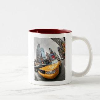 ニューヨークシティの黄色いタクシー ツートーンマグカップ