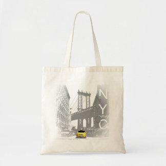 ニューヨークシティNycの黄色いタクシーのブルックリン橋 トートバッグ