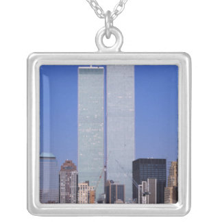 ニューヨーク、米国。 有名な世界のツインタワー シルバープレートネックレス