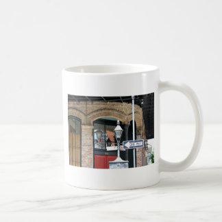 ニュー・オーリンズの通り場面 コーヒーマグカップ