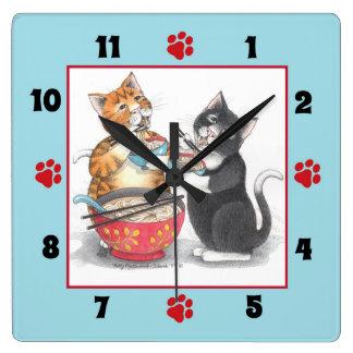 ヌードルの正方形の柱時計を食べている猫 スクエア壁時計