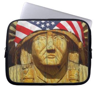 ネイティブアメリカンの切り分けることの米国旗、 ラップトップスリーブ