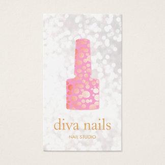 ネイルサロンのピンクのネイルの白人の《写真》ぼけ味のネイルアーチスト 名刺