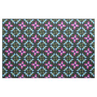 ネオントンボのピンクの花の黒のきらめくパターン ファブリック