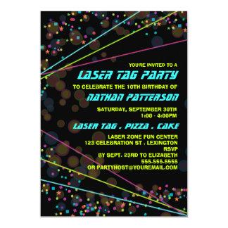 ネオンライトレーザーのラベルの誕生日のパーティの招待状 カード