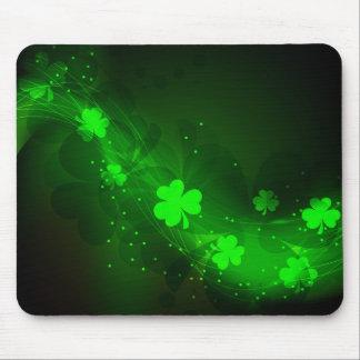 ネオン緑のクローバー マウスパッド