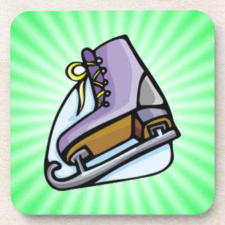 ネオン緑はアイススケートします。 コースター