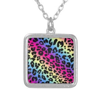 ネオン虹のヒョウパターンプリント シルバープレートネックレス