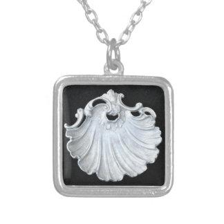 ネックレスの洗練された貝のデザイン シルバープレートネックレス