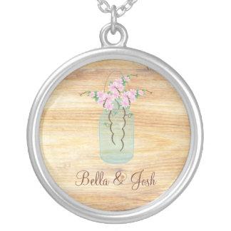 ネックレスを結婚している素朴なメーソンジャーのピンクのツツジ シルバープレートネックレス