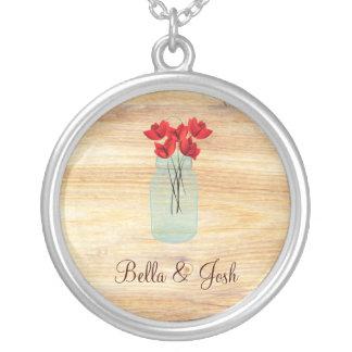 ネックレスを結婚している素朴なメーソンジャーの赤いケシ シルバープレートネックレス