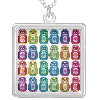 ネックレス-虹のMatryoshkaのかわいいフクロウ シルバープレートネックレス