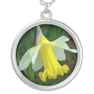 ネックレス-黄色いラッパスイセンの花 シルバープレートネックレス