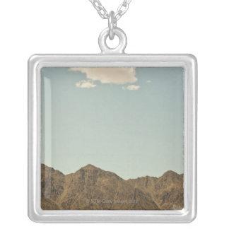 ネバダ砂漠および山上の雲 シルバープレートネックレス