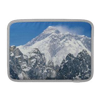 ネパールのヒマラヤ山脈、GokyoからのMtエベレストの眺め MacBook スリーブ