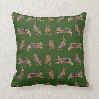 ノウサギの逆上の枕(深緑色) クッション