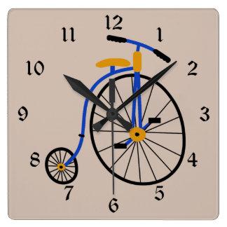 ノベルティの旧式のバイクの青 スクエア壁時計