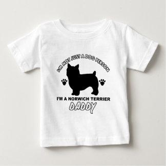 ノリッジテリア犬のお父さんのデザイン ベビーTシャツ