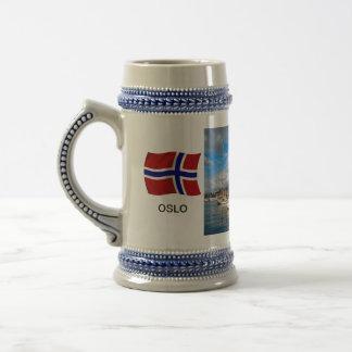 ノルウェーのオスロの港; ヨットのマリーナ、港 ビールジョッキ