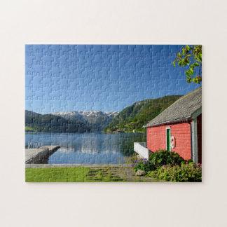 ノルウェーのフィヨルドの眺めおよびボートハウス ジグソーパズル