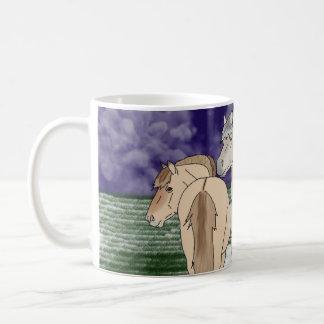 ノルウェーのフィヨルドの馬 コーヒーマグカップ