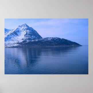 ノルウェーのフィヨルドへの入口 ポスター