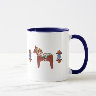 ノルウェー語Rosemalingを持つスウェーデン人のDalaの馬 マグカップ