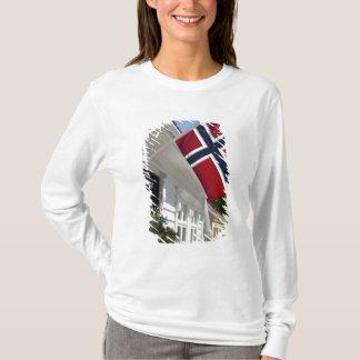 ノルウェー、スタバンゲル。 歴史的な都心の眺め Tシャツ