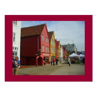 ノルウェー、ベルゲンの水辺地帯の色彩の鮮やかな家 ポストカード