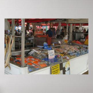 ノルウェー、ベルゲンの水辺地帯の魚市場 ポスター