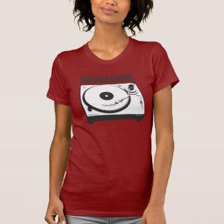 ノンストップMusique -赤いターンテーブルのデザインのワイシャツ Tシャツ