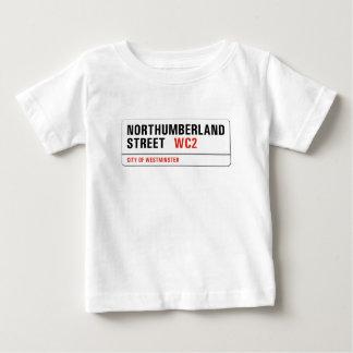 ノーサンバーランドの通り、ロンドンの道路標識 ベビーTシャツ