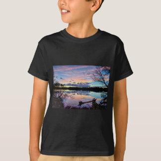 ノースカロライナのカトーバ族の川上の日没 Tシャツ