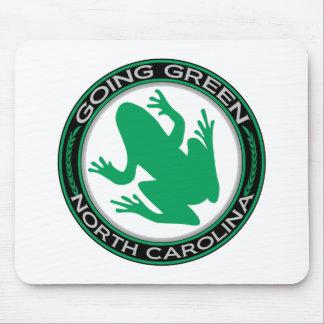 ノースカロライナの行く緑のカエル マウスパッド