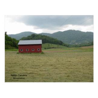ノースカロライナBlueridge山および赤い納屋 ポストカード