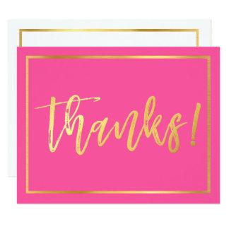 ノートのかわいい手によって文字を入れられる金ゴールドの原稿のピンクありがとう カード
