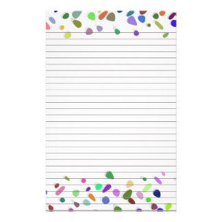 ノートの文房具のための水玉模様によって並べられる紙 便箋