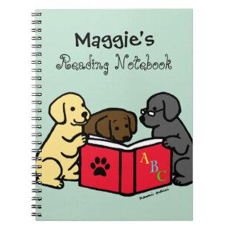 ノートを読んでいるラブラドールの子犬 ノートブック
