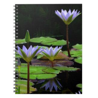 ノート/個人的なジャーナル-紫色のスイレン ノートブック