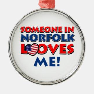 ノーフォークの誰かは私を愛します シルバーカラー丸型オーナメント
