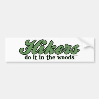 ハイカーは森のそれをします バンパーステッカー