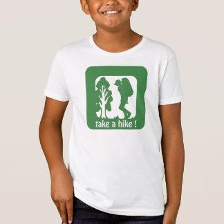 ハイキングをアウトドアの子供のTシャツ取って下さい Tシャツ