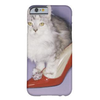 ハイヒールに歩んでいる猫 BARELY THERE iPhone 6 ケース