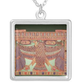 ハゲタカと飾られるパイロンの胸 シルバープレートネックレス