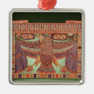 ハゲタカと飾られるパイロンの胸 メタルオーナメント